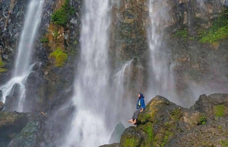 https: img.okezone.com content 2021 01 09 408 2341567 4-wisata-air-terjun-di-makassar-pemandangannya-menakjubkan-OWCJenQaBc.jpg