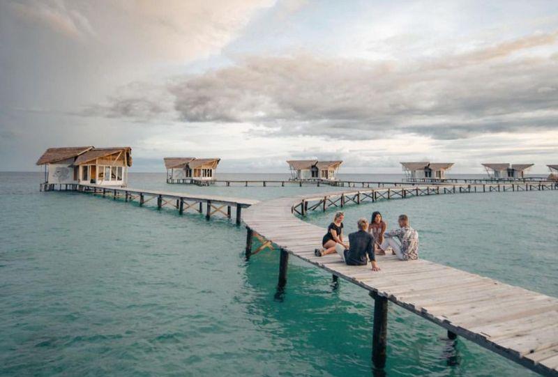 https: img.okezone.com content 2021 01 09 408 2341663 tempat-wisata-di-gorontalo-yang-eksotis-bisa-main-bareng-hiu-paus-BG0EkyCxA9.jpg