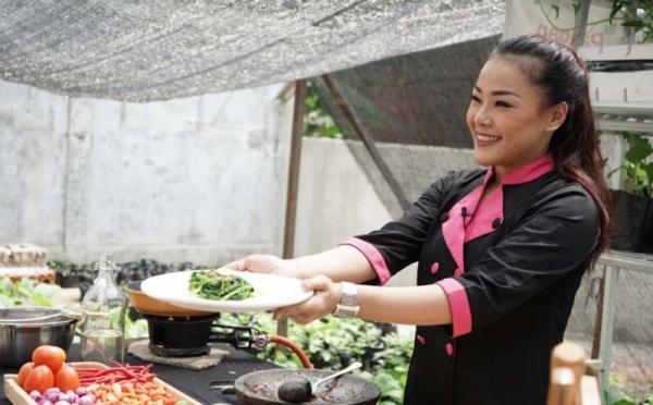 https: img.okezone.com content 2021 01 10 33 2341913 orang-berjasa-dalam-pernikahan-chef-aiko-jadi-penumpang-di-sriwijaya-air-3OORkNVQqE.jpg
