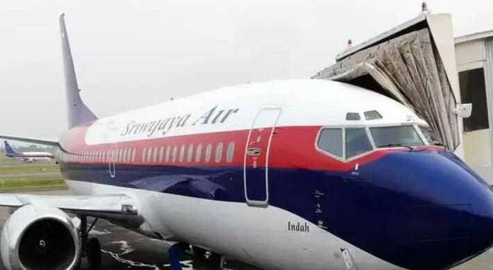 https: img.okezone.com content 2021 01 10 337 2341889 pilot-pesawat-sriwijaya-air-sj-182-dikenang-selalu-membawa-kutipan-surah-alquran-di-kokpit-laP11tOfJA.JPG