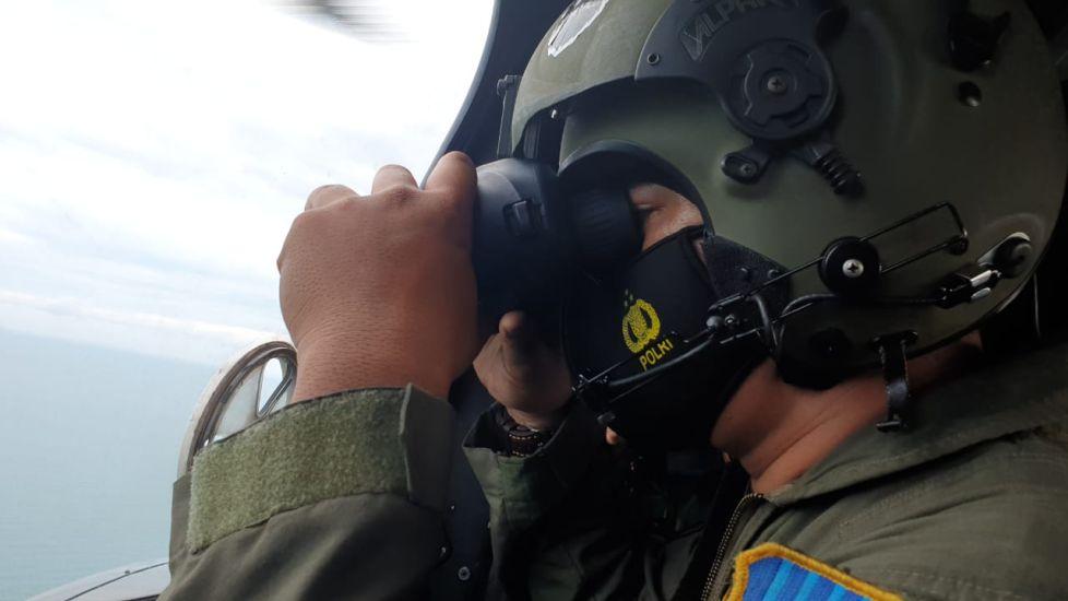 https: img.okezone.com content 2021 01 10 337 2341899 begini-suasana-pencarian-pesawat-sriwijaya-sj-182-oleh-squadron-udara-tni-au-KydQUBdGFa.jpg