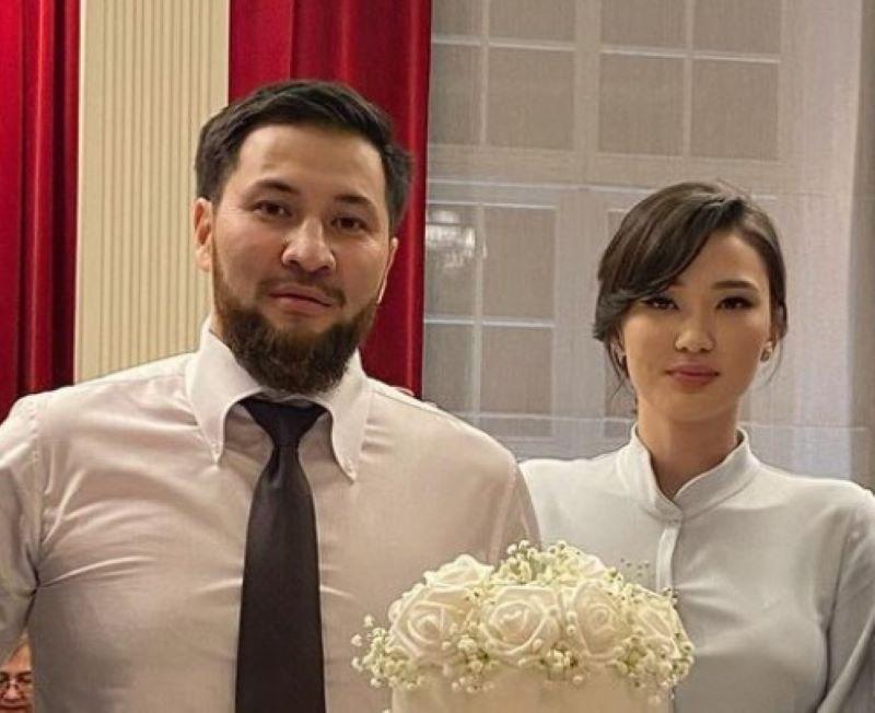 https: img.okezone.com content 2021 01 10 43 2341804 lucunya-sabina-altynbekova-yang-sedang-kasmaran-dengan-suaminya-KCaU7PYC21.jpg