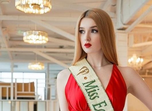 https: img.okezone.com content 2021 01 10 43 2342043 sama-sama-cantik-sabina-altynbekova-dan-alisa-manyonok-pilih-jalan-hidup-berbeda-y2o3i2SqZJ.jpg