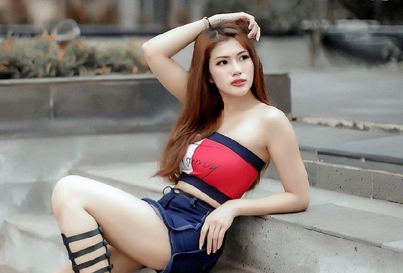 https: img.okezone.com content 2021 01 11 194 2342257 gaya-melda-rosita-model-yang-viral-karena-video-baju-melorot-MJImtHkjaK.jpg