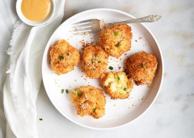https: img.okezone.com content 2021 01 11 298 2342516 resep-bola-bola-makaroni-keju-rendah-lemak-makanan-sehat-untuk-semua-kalangan-wjvSHAnewf.jpg