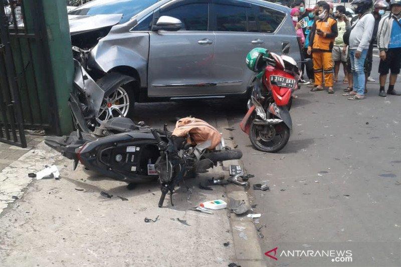 https: img.okezone.com content 2021 01 11 338 2342780 polisi-periksa-6-saksi-terkait-kecelakaan-di-pasar-minggu-N1SRGQ9pC8.jpg