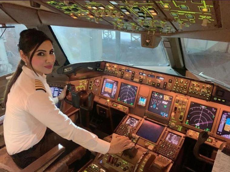https: img.okezone.com content 2021 01 11 406 2342518 pilot-cantik-india-terbangkan-pesawat-dengan-rute-terpanjang-lintasi-kutub-utara-5tZGrM60oF.JPG