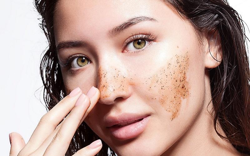 https: img.okezone.com content 2021 01 11 611 2342591 4-cara-eksfoliasi-wajah-sesuai-dengan-tipe-kulit-dUGUUJEMUw.jpg