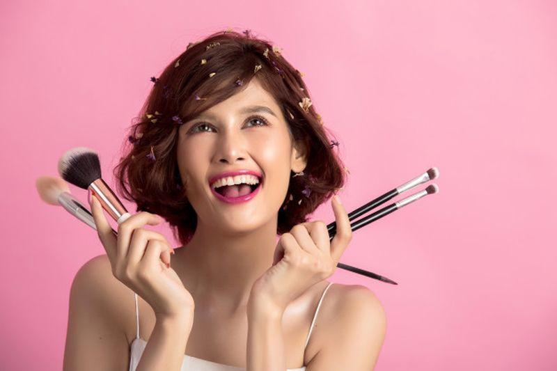 https: img.okezone.com content 2021 01 11 611 2342704 deretan-produk-kecantikan-termahal-dari-pasta-gigi-rp1-4-juta-hingga-parfum-rp35-juta-8YW0XgITnV.jpg