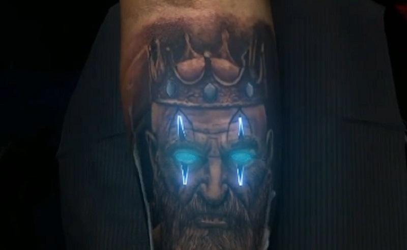 https: img.okezone.com content 2021 01 11 612 2342421 unik-animator-19-tahun-sukses-berikan-efek-neon-pada-tato-m1CZL2zwUg.jpg