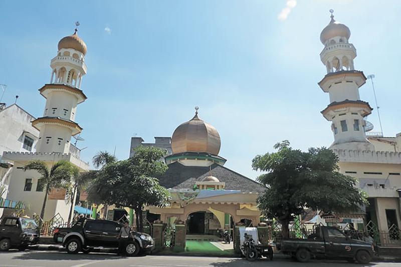 https: img.okezone.com content 2021 01 11 614 2342469 berdiri-tahun-1880-masjid-raya-nuraddin-saksi-bisu-kerajaan-negeri-padang-di-tebingtinggi-fSl0yHyx8L.jpg