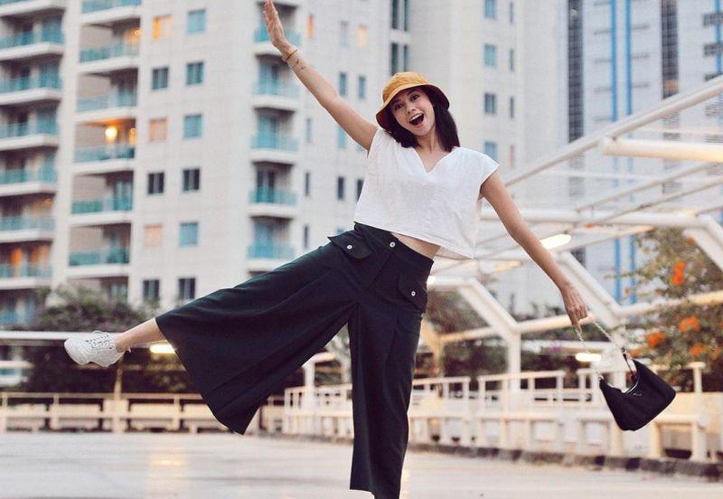 https: img.okezone.com content 2021 01 12 194 2343277 4-inspirasi-outfit-yang-cocok-untuk-short-escape-K5MWzJteLs.jpg