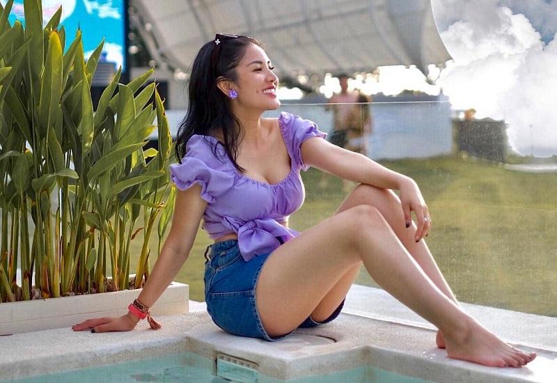https: img.okezone.com content 2021 01 12 194 2343309 4-gaya-nindy-ayunda-yang-makin-stylish-dan-memesona-HcBa8drcLh.jpg