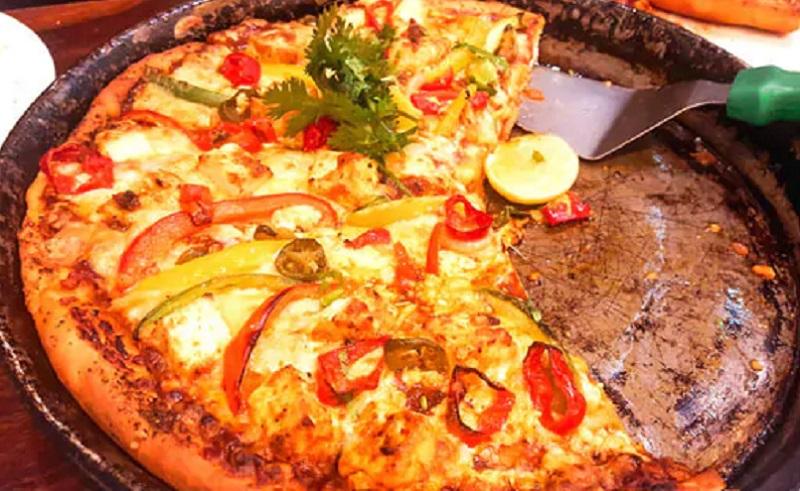 https: img.okezone.com content 2021 01 12 298 2343225 bikin-pizza-ayam-mentega-yuk-lezat-banget-vsXti6IAzu.jpg