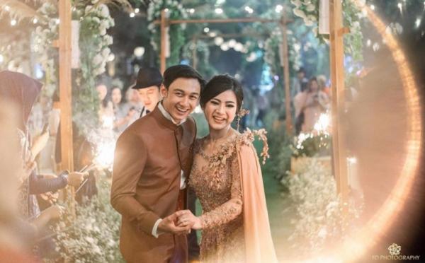 https: img.okezone.com content 2021 01 12 33 2343220 caesar-hito-bikin-netizen-meleleh-unggah-foto-wedding-kiss-MzzbFDvZPf.jpg