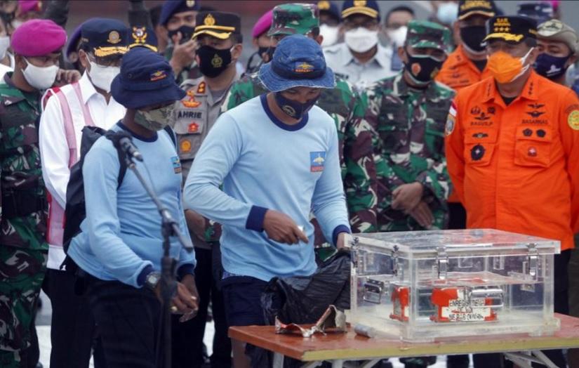 cerita di balik penemuan black box sriwijaya air oleh pasukan katak 2HoCvh6FFI - BREAKING NEWS : TNI AL Temukan Black Box Sriwijaya Air SJ 182