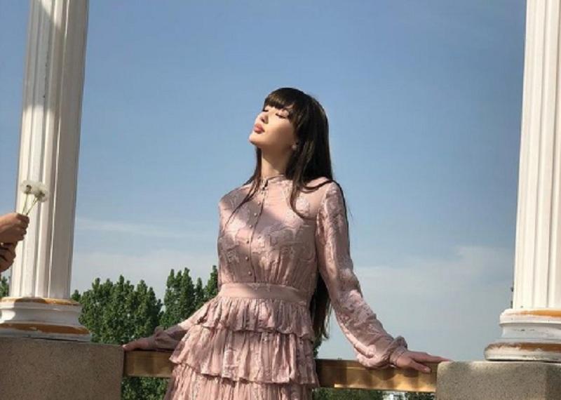 https: img.okezone.com content 2021 01 12 43 2343018 5-foto-penampakan-sabina-altynbekova-dengan-rambut-poni-mana-yang-paling-cantik-YnjTRHOwjR.jpg