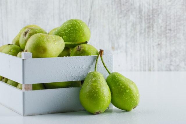 https: img.okezone.com content 2021 01 12 481 2343389 8-nutrisi-buah-pir-yang-bermanfaat-untuk-ibu-hamil-salah-satunya-asam-folat-Vp3cpWj9Bk.jpg