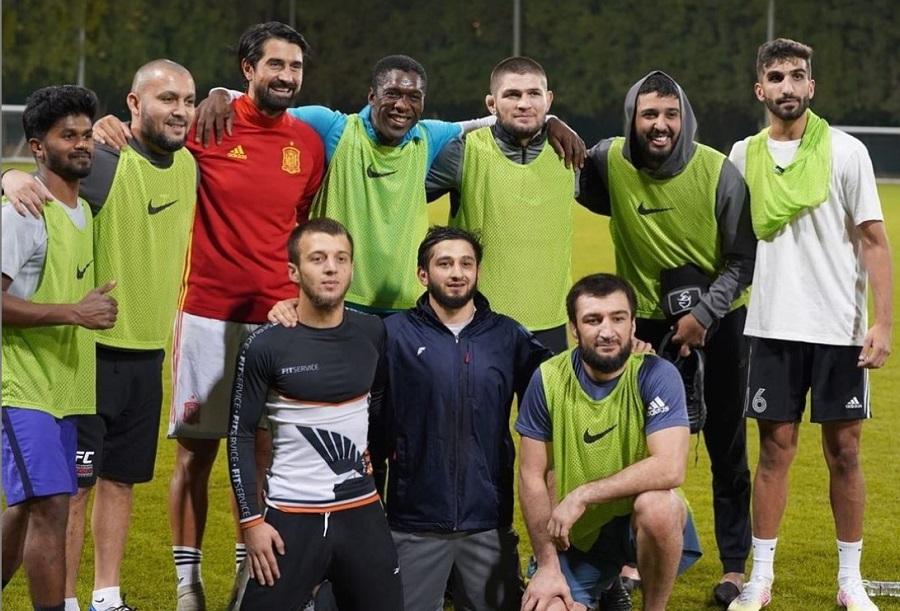 https: img.okezone.com content 2021 01 12 51 2343198 tanding-sepakbola-legenda-ac-milan-clarence-seedorf-setim-dengan-khabib-nurmagomedov-uBLOsnRHl3.jpg