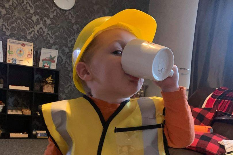 https: img.okezone.com content 2021 01 13 18 2343573 luar-biasa-bocah-2-tahun-sudah-bisa-mencuci-membuat-teh-dan-memasak-lzS5J0Jb7i.jpg