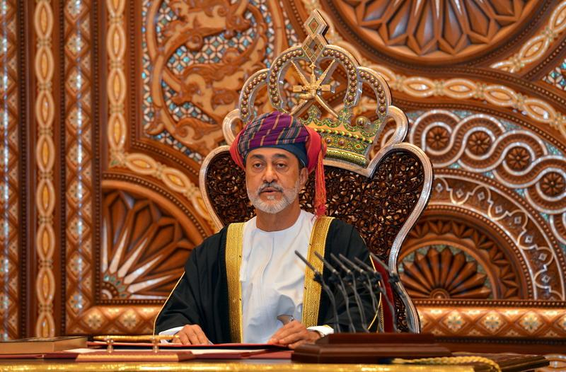 https: img.okezone.com content 2021 01 13 18 2343604 oman-angkat-putra-mahkota-pertama-dalam-sejarahnya-mrokmsNGAu.jpg