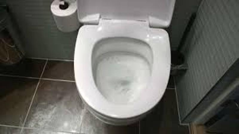 https: img.okezone.com content 2021 01 13 18 2343787 perusahaan-ini-denda-karyawan-yang-gunakan-toilet-lebih-dari-sekali-sehari-0v35QGy9oE.jpg