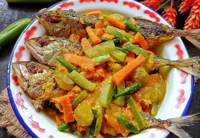 https: img.okezone.com content 2021 01 13 298 2343512 resep-ikan-acar-kuning-santapan-nikmat-untuk-makan-malam-bareng-keluarga-Mc7i3C5lOp.jpg