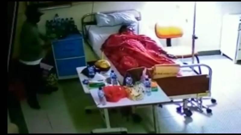 https: img.okezone.com content 2021 01 13 338 2343968 aksi-pencurian-barang-milik-pasien-covid-19-di-rsud-terekam-cctv-5Q8UaAV2fa.jpg