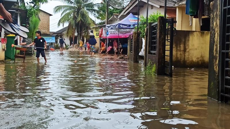 https: img.okezone.com content 2021 01 13 340 2343988 ratusan-rumah-di-pangkalpinang-terdampak-banjir-rob-qVS7MDDUSf.jpg