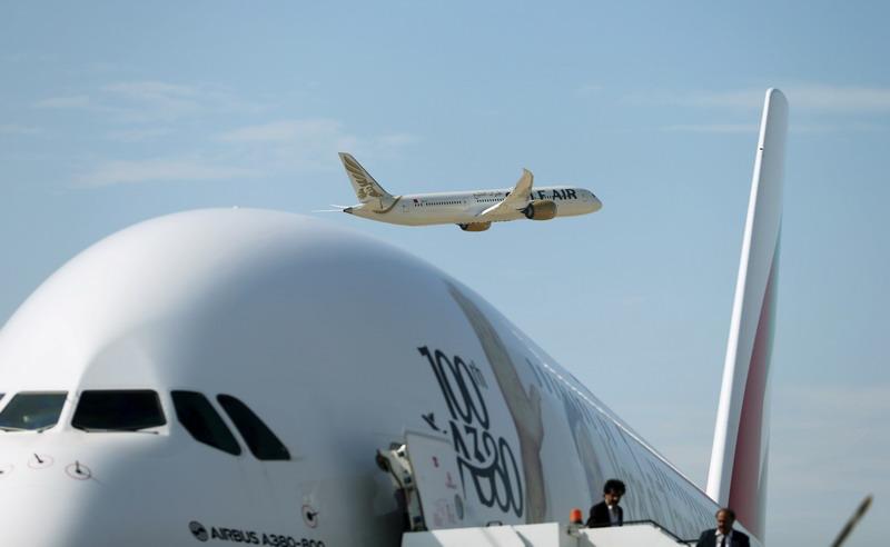 https: img.okezone.com content 2021 01 14 18 2344239 pilot-maskapai-emirates-dihukum-karena-menolak-terbang-ke-israel-Zr1SFlDZVN.jpg