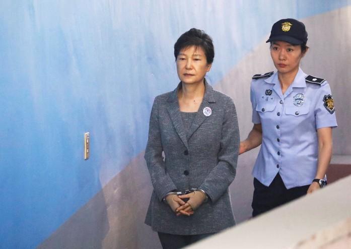 https: img.okezone.com content 2021 01 14 18 2344454 pengadilan-korsel-kukuhkan-hukuman-20-tahun-penjara-mantan-presiden-park-geun-hye-5kgC4bwuSM.jpg