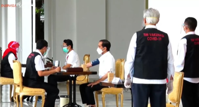 https: img.okezone.com content 2021 01 14 337 2344030 warga-malaysia-cemburu-indonesia-mulai-program-vaksinasi-covid-19-VEVHWIWtb4.jpg