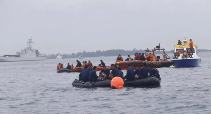 https: img.okezone.com content 2021 01 14 337 2344047 cari-korban-sriwijaya-air-kopaska-temukan-nelayan-tewas-di-kepulauan-seribu-Pjge5aEmBJ.jpg