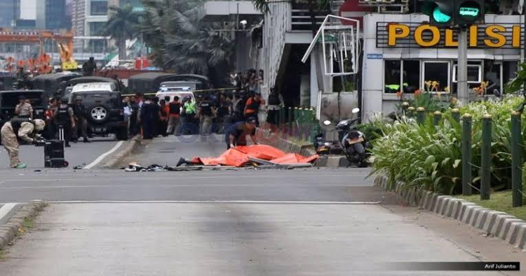 https: img.okezone.com content 2021 01 14 337 2344119 peristiwa-14-januari-bom-meledak-di-depan-gedung-sarinah-kXkwltAyXb.jpg