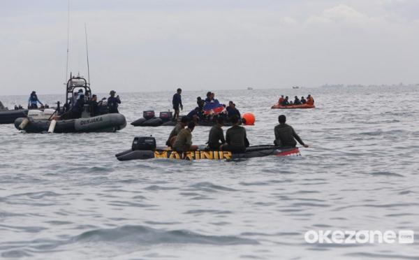 https: img.okezone.com content 2021 01 14 337 2344137 hari-keenam-evakuasi-sriwijaya-air-fokus-pada-13-sektor-EO4E9oNn3J.jpg