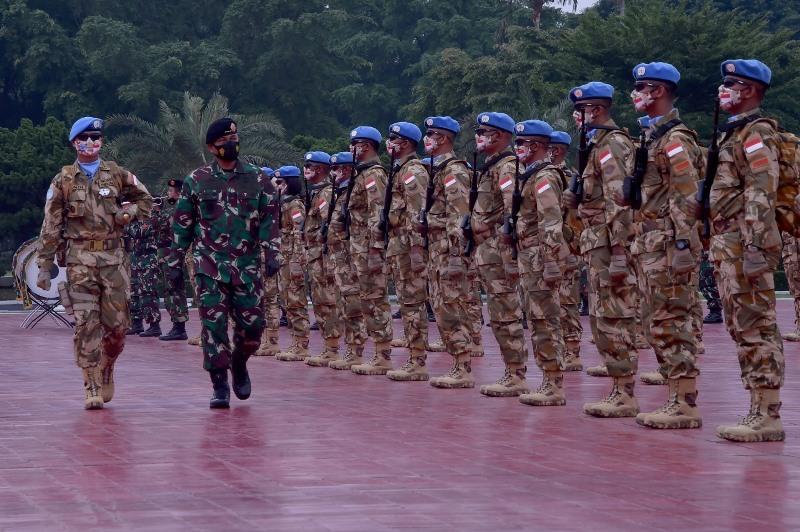 https: img.okezone.com content 2021 01 14 337 2344626 850-prajurit-perdamaian-pbb-indonesia-berangkat-ke-afrika-tengah-vAdTcGXllB.jpg