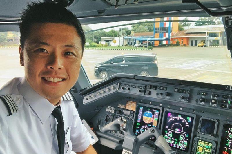 https: img.okezone.com content 2021 01 14 406 2344165 pesawat-sriwijaya-air-sj-182-tak-layak-terbang-ini-kata-kapten-vincent-raditya-1JzmwnCZ1f.jpg