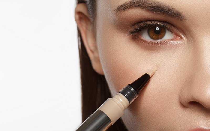https: img.okezone.com content 2021 01 14 611 2344412 beautypedia-cara-pakai-concealer-seperti-profesional-XdArKiYo4u.jpg