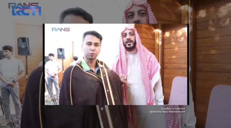 https: img.okezone.com content 2021 01 14 612 2344348 cerita-raffi-ahmad-diberikan-syekh-ali-jaber-jubah-penjaga-makam-rasulullah-SAKdW9Bnzm.jpg