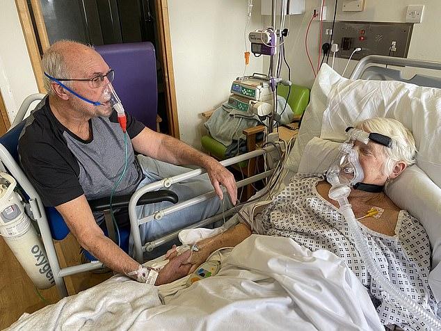 https: img.okezone.com content 2021 01 15 18 2345009 sama-sama-lawan-covid-19-kakek-nenek-ini-diizinkan-bercengkerama-untuk-terakhir-kalinya-GbE7JBHSY4.jpg