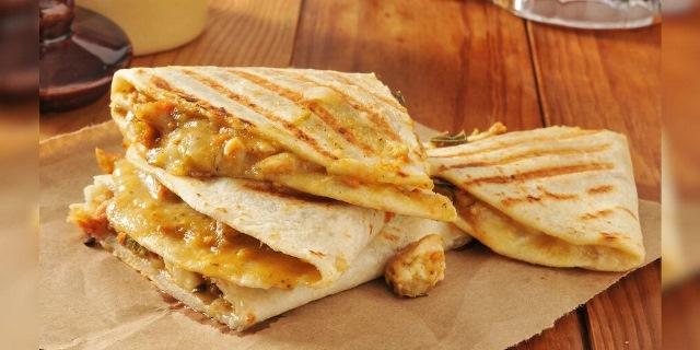 https: img.okezone.com content 2021 01 15 298 2345134 tortilla-sandwich-mendadak-viral-video-cara-buatnya-ditonton-59-9-juta-kali-S2W0EoJMKd.jpg