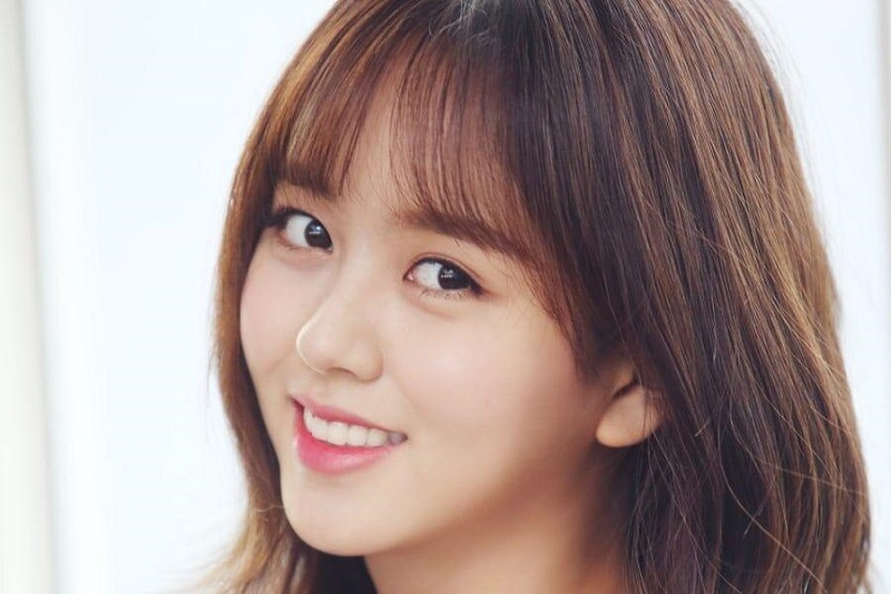 https: img.okezone.com content 2021 01 15 33 2345286 kim-so-hyun-resmi-tinggalkan-agensi-e-t-story-entertainment-NlV6GUUJzm.jpg