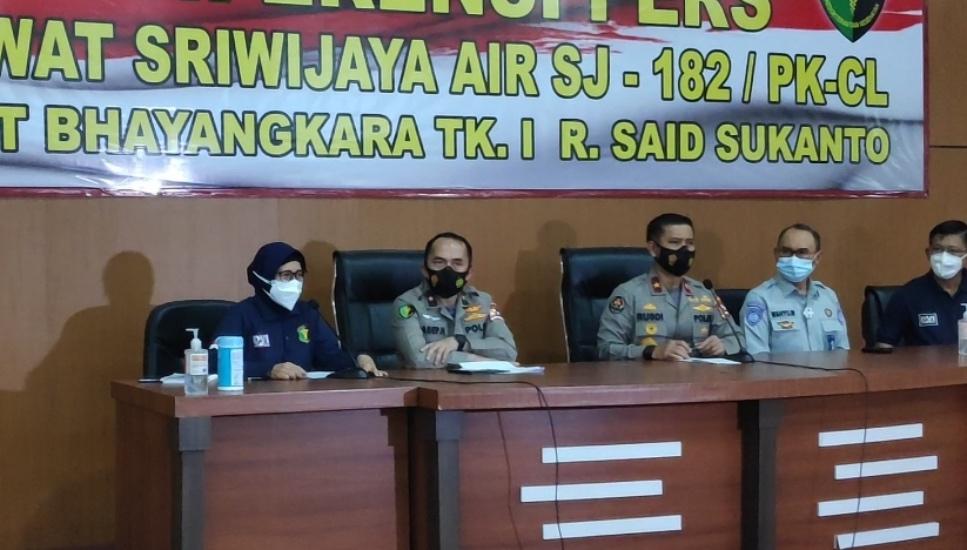 https: img.okezone.com content 2021 01 15 337 2344709 12-korban-pesawat-sriwijaya-air-sj-182-teridentifikasi-berikut-identitasnya-IxR1BujfAM.jpg