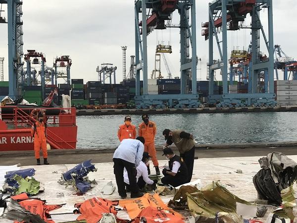 https: img.okezone.com content 2021 01 15 337 2344871 hari-ketujuh-evakuasi-sriwijaya-air-pencarian-diperluas-ke-pulau-rambut-hingga-bokor-avFtjalaE2.jpg