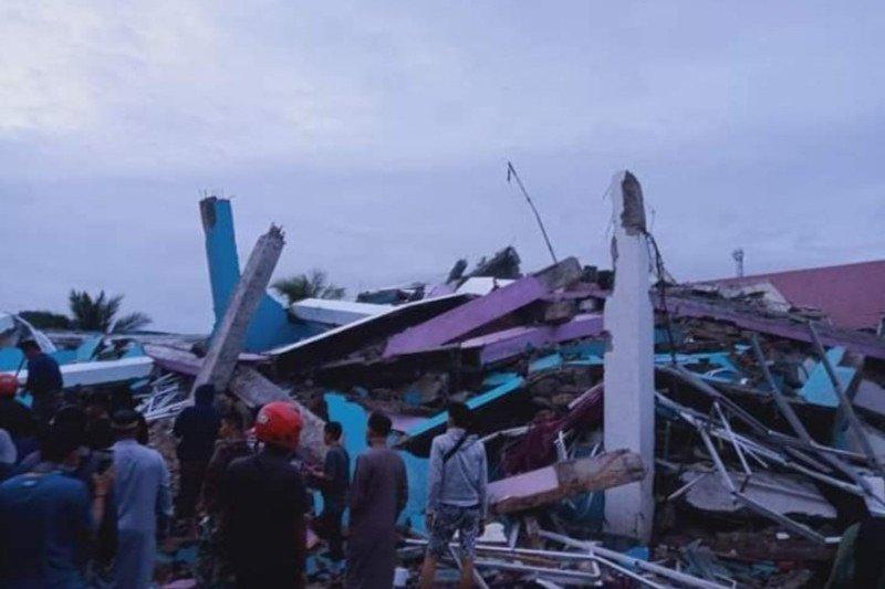 https: img.okezone.com content 2021 01 15 337 2345161 unggah-video-anak-tertimpa-reruntuhan-gempa-ustadz-yusuf-mansur-bikin-donasi-bantuan-mO1VjGXtTq.jpg
