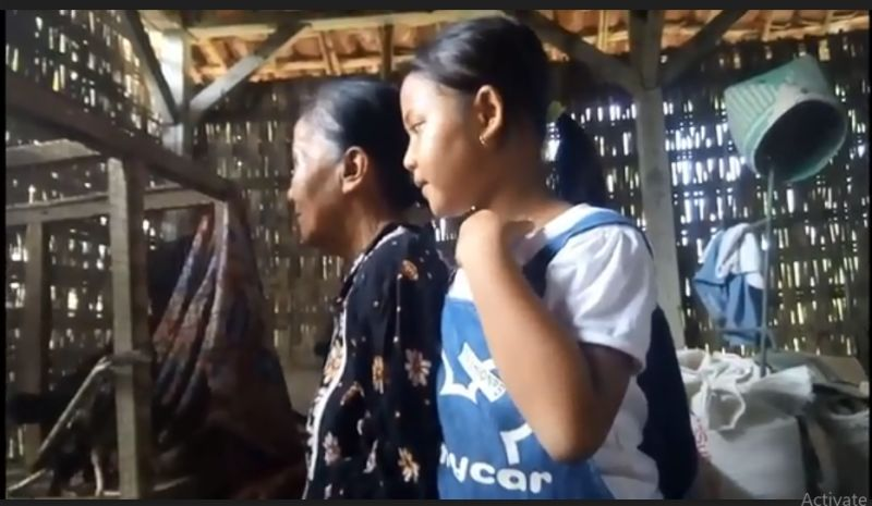 https: img.okezone.com content 2021 01 15 519 2345091 ditinggal-kabur-ibu-siswi-sd-yatim-merawat-sang-bibi-disabilitas-netra-2kyKlsqbZq.jpg