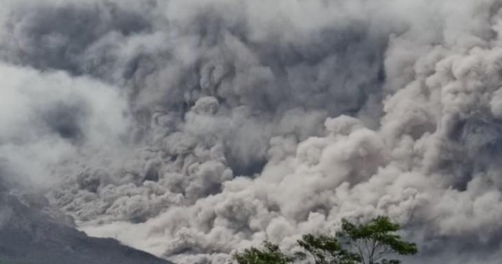https: img.okezone.com content 2021 01 16 337 2345641 indonesia-dikelilingi-ring-of-fire-gunung-gunung-berapi-mulai-tunjukan-geliatnya-oidM3wJ7gM.jpg