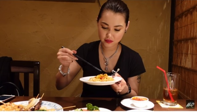 https: img.okezone.com content 2021 01 17 298 2345779 makan-di-restoran-indonesia-miyabi-ketagihan-mi-goreng-sampai-rendang-uH80n9qEja.jpg