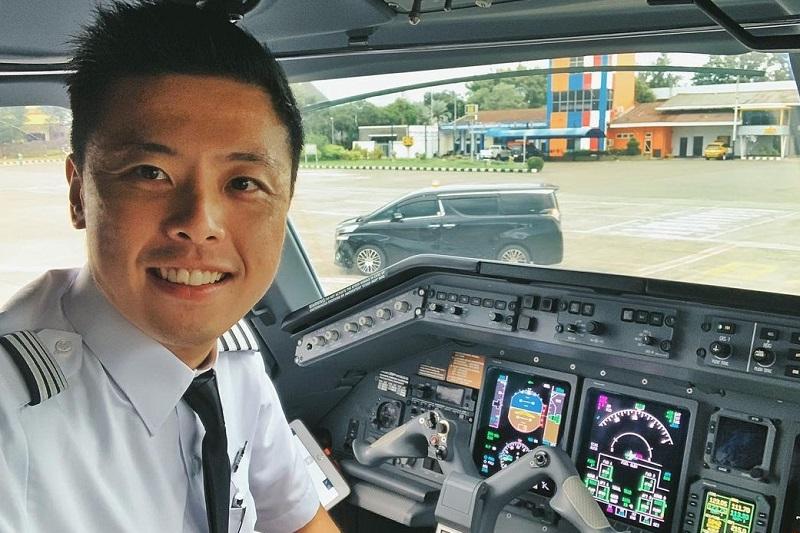 https: img.okezone.com content 2021 01 17 33 2345769 kapten-vincent-raditya-jelaskan-prosedur-penerbangan-saat-cuaca-buruk-VYFLFxD2KK.jpg