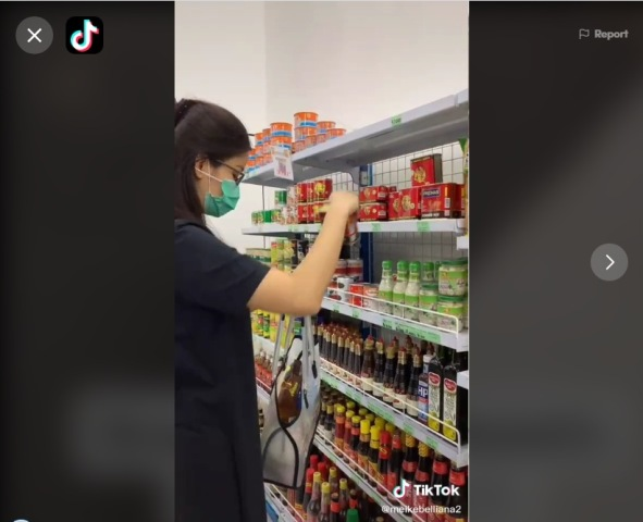https: img.okezone.com content 2021 01 17 612 2346051 viral-perempuan-boleh-ambil-barang-sesukanya-di-supermarket-netizen-iri-ds3VJx8XDK.jpg